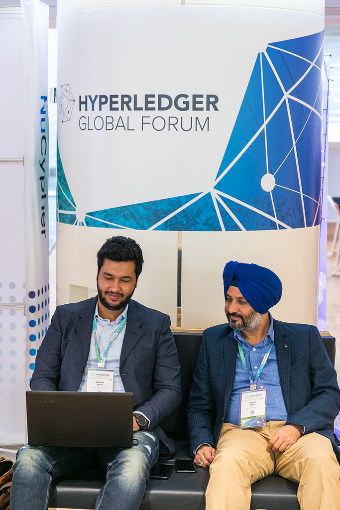 build hyperledger fabric network